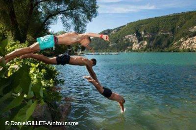 Baignade et plongeon au Lac de Nantua